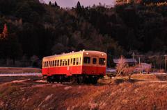 寒い冬の日の夕暮れの千葉小湊鉄道・・キハ200