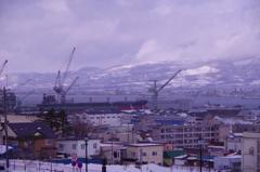 冬の函館・・公園から見える造船ドックの港