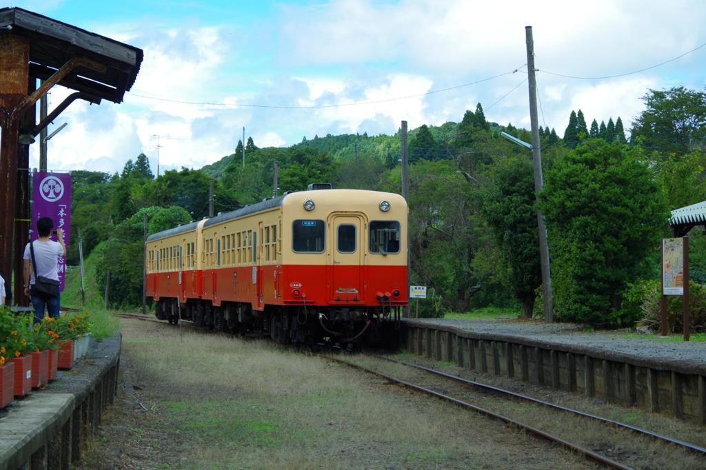 小湊鉄道。。上総中野駅から見送る。。