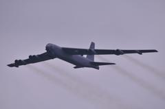 グアムから飛来のB-52爆撃機・・三沢基地上空