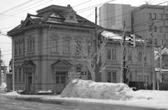 モノクロな風景・・函館の昔の建物・・北海道銀行