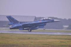 三沢基地の航空自衛隊第3飛行隊F-2Aテイクオフ