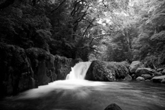 黎明の滝 Monochrom
