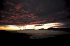阿蘇谷の夜明け