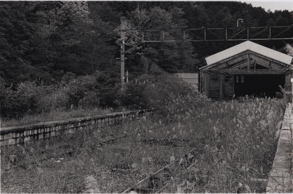 旧スイッチバックのホーム