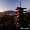 新倉山浅間神社忠霊塔より富士山
