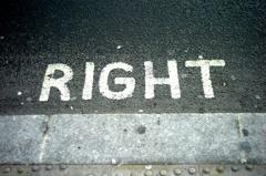 右向け右!
