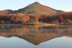 晩秋の湖畔