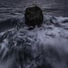「荒ぶる海と神域」