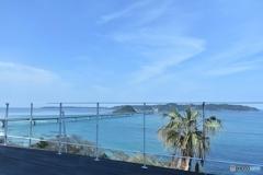 イタリアンレストランに座って撮影した角島大橋