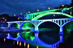 川面に描かれた橋