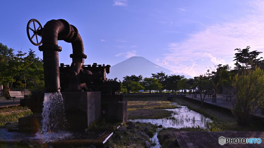 無印の富士天然水かな。。。