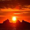日の出に太陽の影?