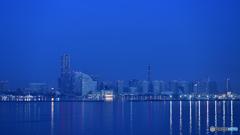 夜明け前は横浜ブルー