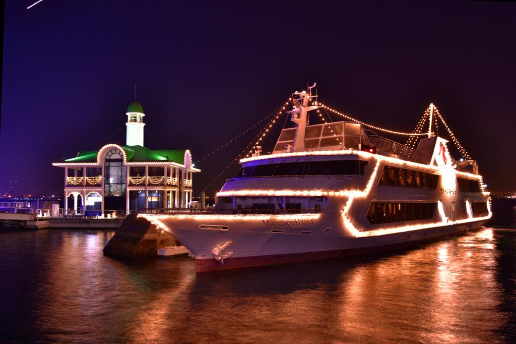 サンタが夢を載せて桟橋に!