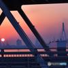 鉄の街から燃える日の出