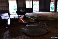 竹すのこ床とゴザの居間