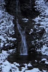 音無の滝と雪