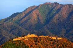 朝陽射す城跡