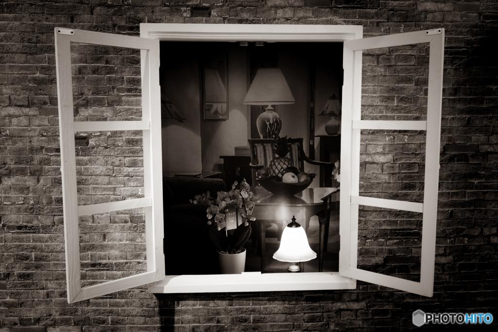 ランプ灯る窓辺 #2