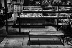 パン屋のベンチ