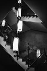 階段と照らす灯り