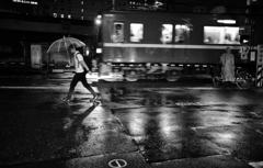 警音と雨音