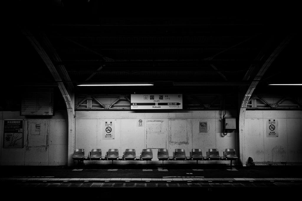 次の電車を待つ