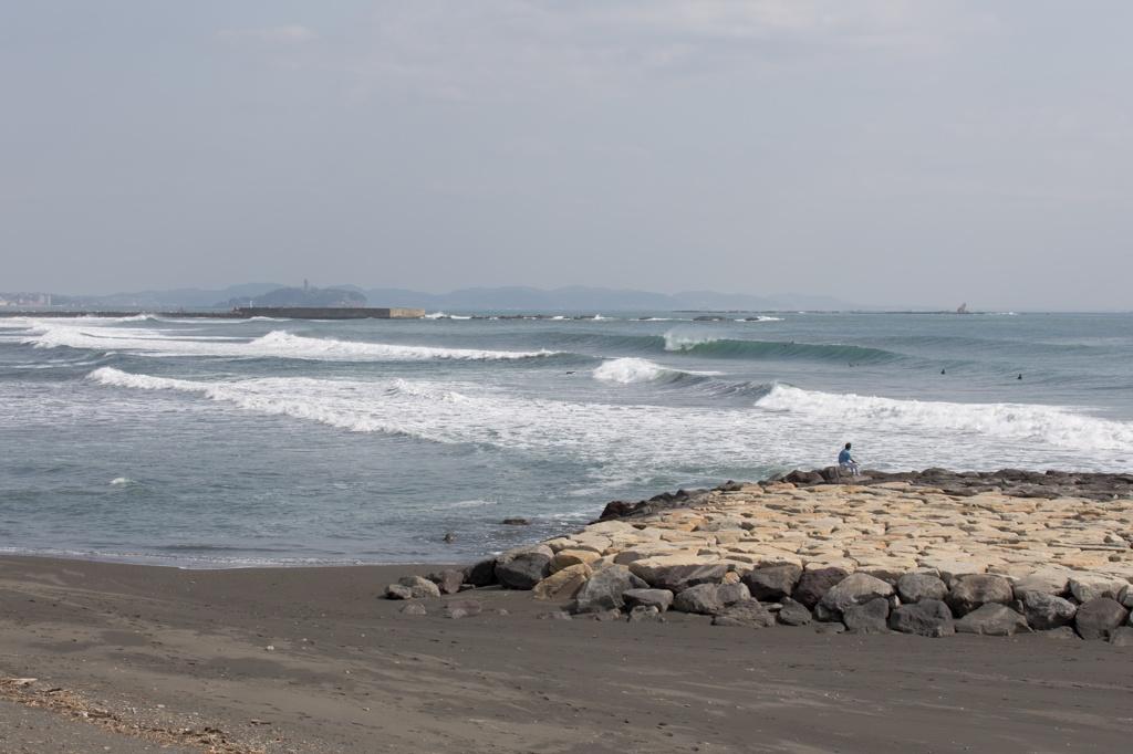 江ノ島と烏帽子岩を柳島海岸より