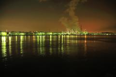 海抱く工場地帯