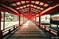 1点透視図法の二人 厳島神社