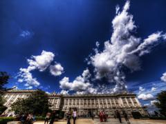 スペイン王宮前のドラゴン