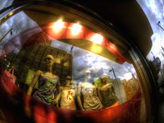 [ART]マドリード市街地 ショーウィンドウのマネキン