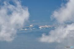 雲間から富士山が