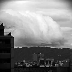 雲・襲いかかる