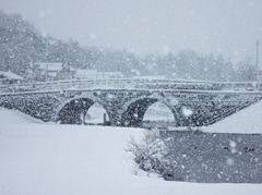 雪のめがね橋