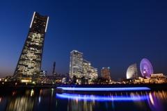横浜は青がよく似合う!