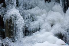 お地蔵様も凍り付く