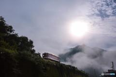 朝霧と利神城跡と智頭鉄道