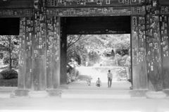40年ほど前の京都 知恩院三門風景8-2「知恩院へ」