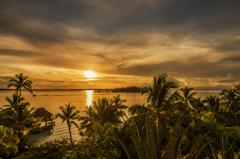 ボラボラ島のサンライズ