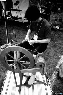 糸を紡ぐ人