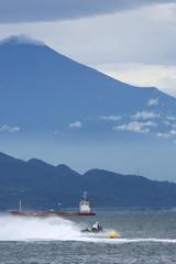 ジェットスキーと富士山
