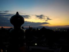 二月堂から夕暮れの大仏殿を望む