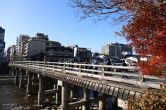 秋残る大橋