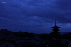 夕刻の雲多き塔