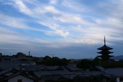 すじ雲の塔