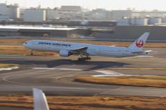 JAL(JA8944)777-346@羽田_2