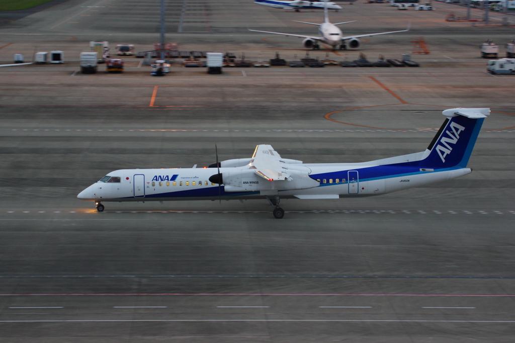 ANAウイングス(JA850A)ボンバルディア DHC-8-402Q-8