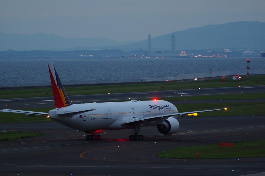 フィリピン航空(RP-C7772)777-3F6ER@セントレア_2